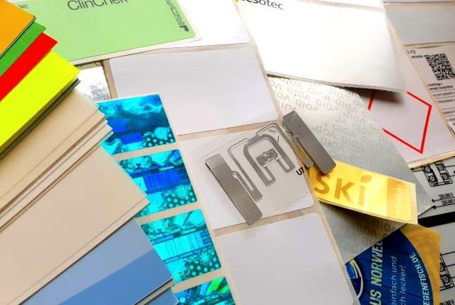 Etikettensammlung mit RFID und Hologrammetikett